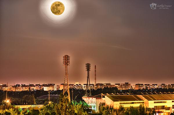 Luna + Stadionul Steaua in HDR!