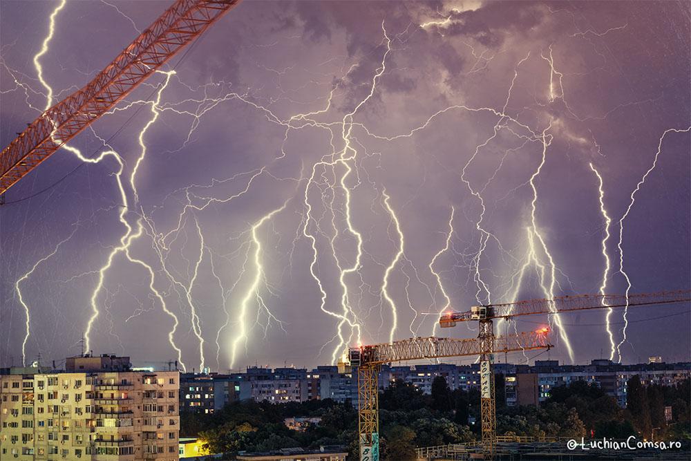 Fulgere de vara peste Bucuresti!