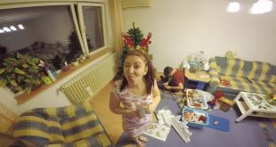SEQ - Vlog_24.12.15 Impodobirea bradului - Craciun.00_02_42_44.Still001