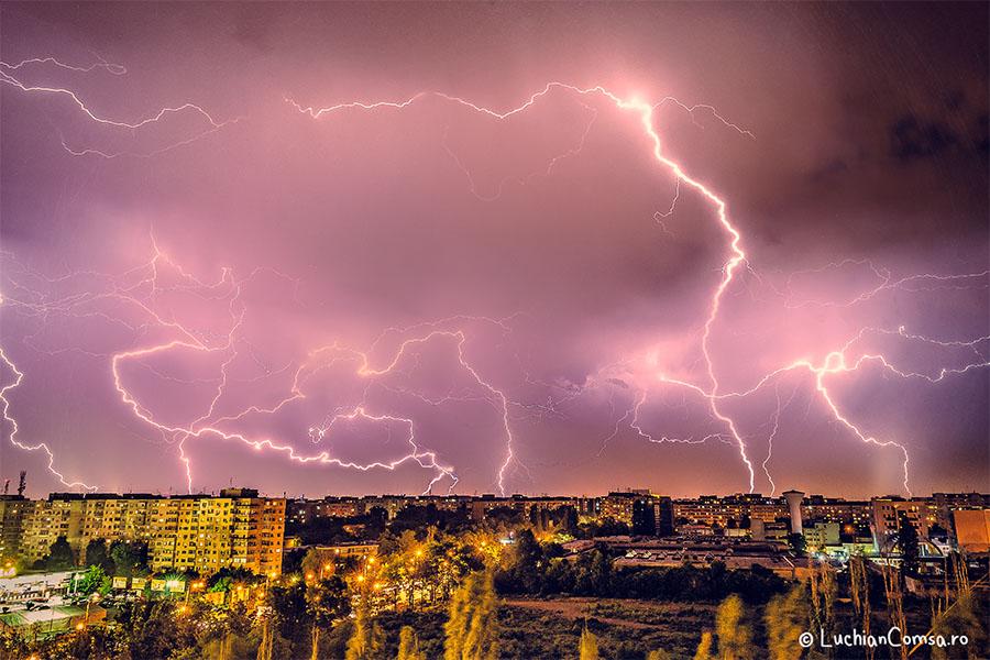 Cerul a fost din nou luminat de fulgere! Bucuresti 13.05.13