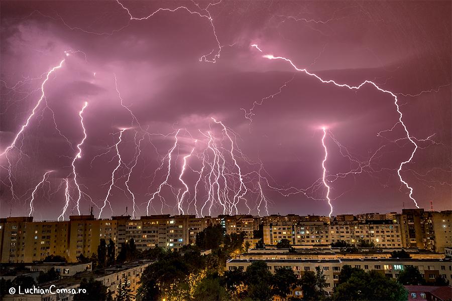 Fulgere peste fulgere – Bucuresti 22.05.2013