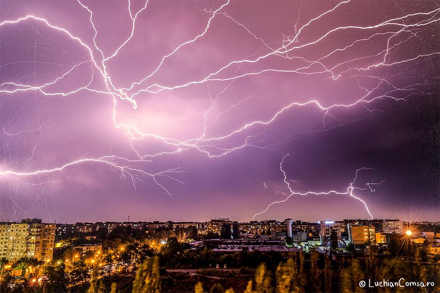 Fulgere peste Bucuresti – 12.09.2013