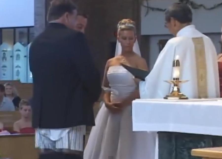 Moment jenant in timpul unei nunti (Funny)